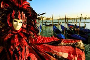 venezia maschera carnevale gondola - Learn Italian in Italy